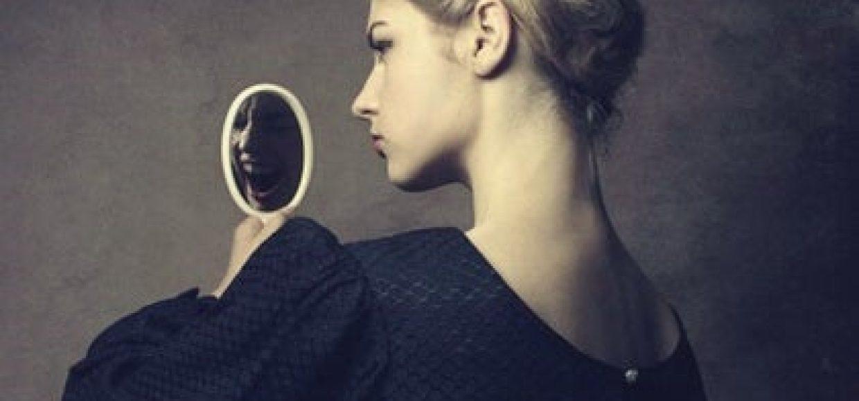 mujer-ante-el-espejo